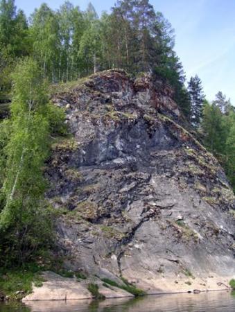 Рис. 48. Скалы на реке Серга (фото Слепухина А.В. и Бердюгиной Н.)